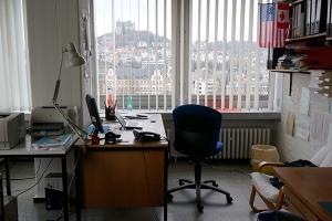 So sieht das Didaktik-Büro vom Eingang aus in etwa mit einem 35mm-Objektiv aus.